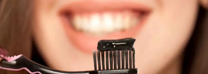 peligro-blanquear-dientes-con-carbon-activado