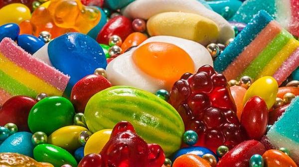 comer-dulces-con-brackets-esteticos