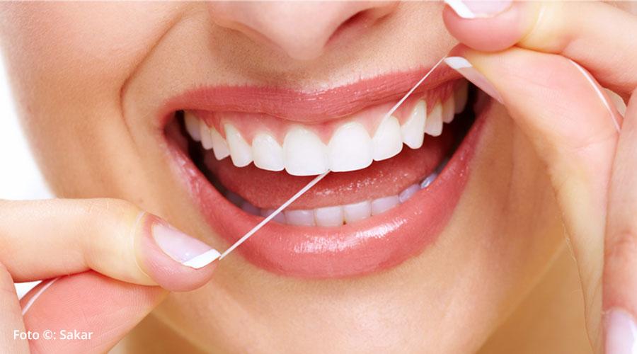 Hilo dental: 5 beneficios de su uso diario
